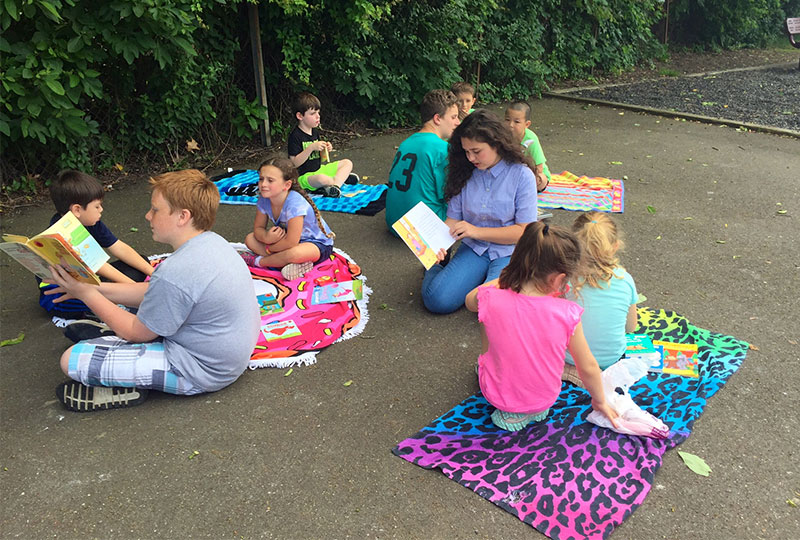 Centre Avenue Students 'Juice Up With a Good Book' Photo